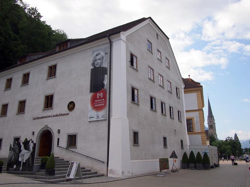 P7144727-liechtensteinisches-landes-museum.JPG