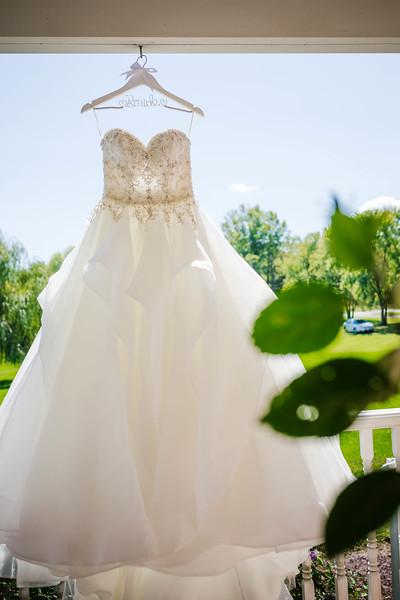 SARAH AND CHRIS - LAKEHOUSE WEDDING - 9.jpg