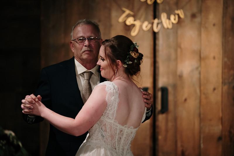 rustic_ohio__fall_barn_wedding-399.jpg