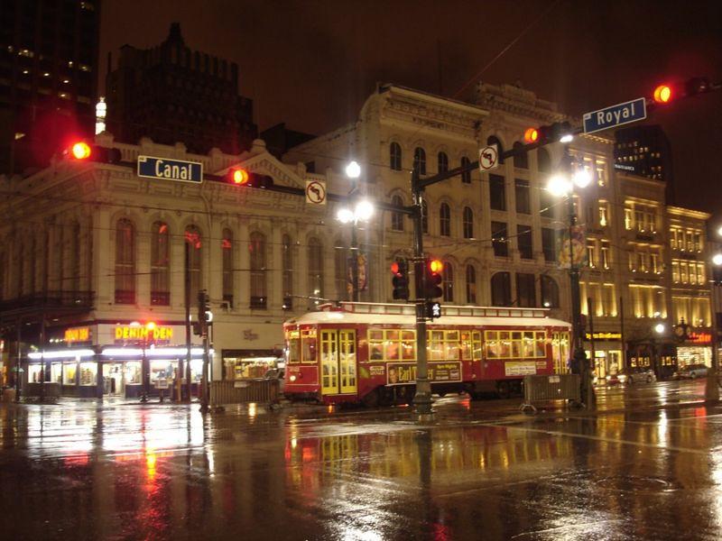 800px-New_Orleans_Streetcar.jpg