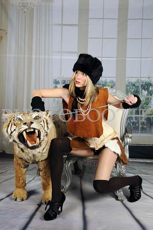 TIGER IN ROOM
