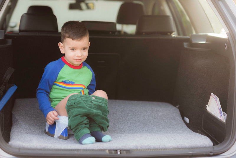 Potette_Portable_Potty_Lifestyle_Blue&Navy_Outside_Car_Boot_Boy_On_Potty_Landscape.jpg