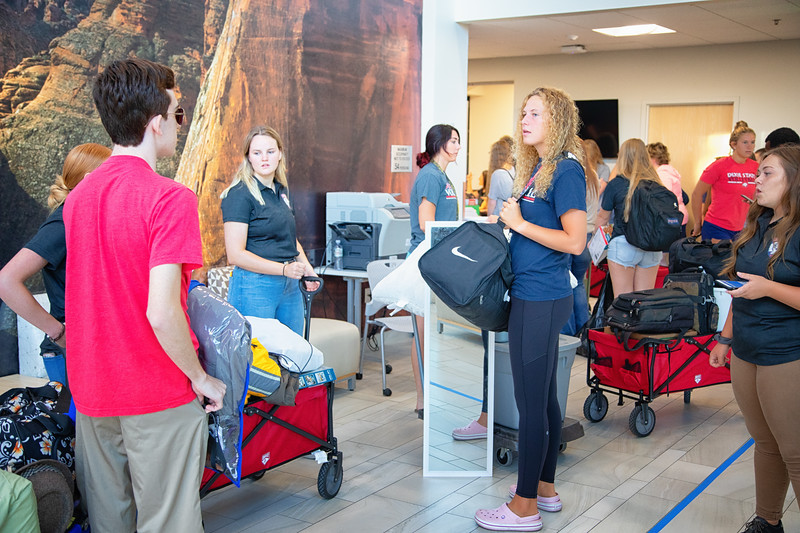 freshman move in day 2019-8806-Edit.jpg