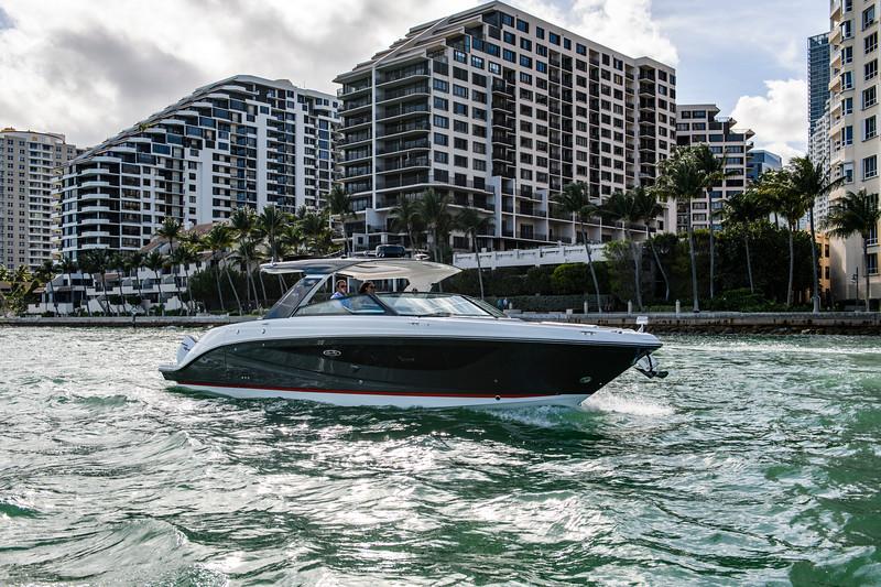 2020-SLX-R-400-e-Outboard-running-1.jpg