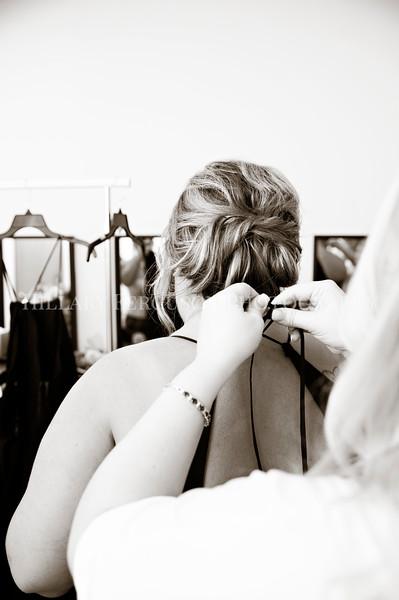 Hillary_Ferguson_Photography_Melinda+Derek_Getting_Ready163.jpg