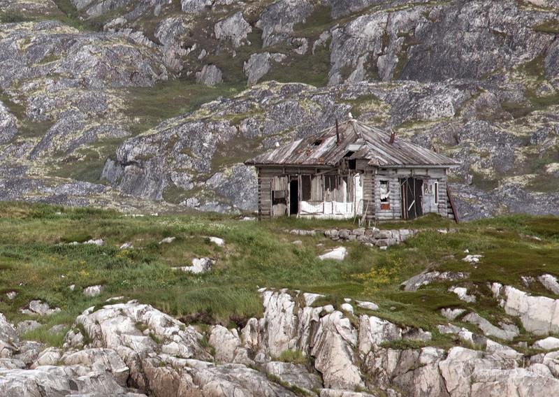 Hut in Kola Bay.jpg