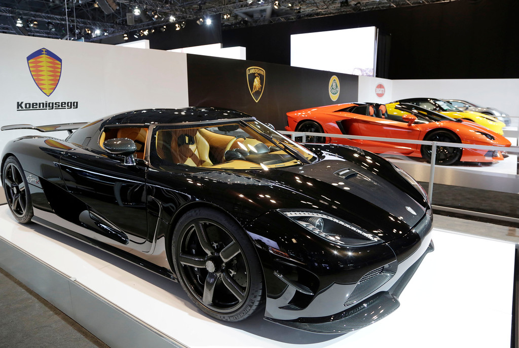 . The Koenigsegg Agera R, left, is shown at the New York International Auto Show, Wednesday, April 16, 2014, in New York. (AP Photo/Mark Lennihan)