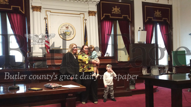 From left, Judge Kelley Streib, Mindy Andrews and her two children stand in courtroom one on Friday.