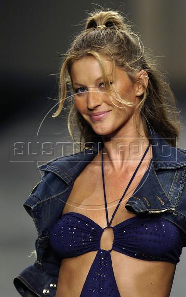 Fashion Rio 2005 Gisele Bundchen