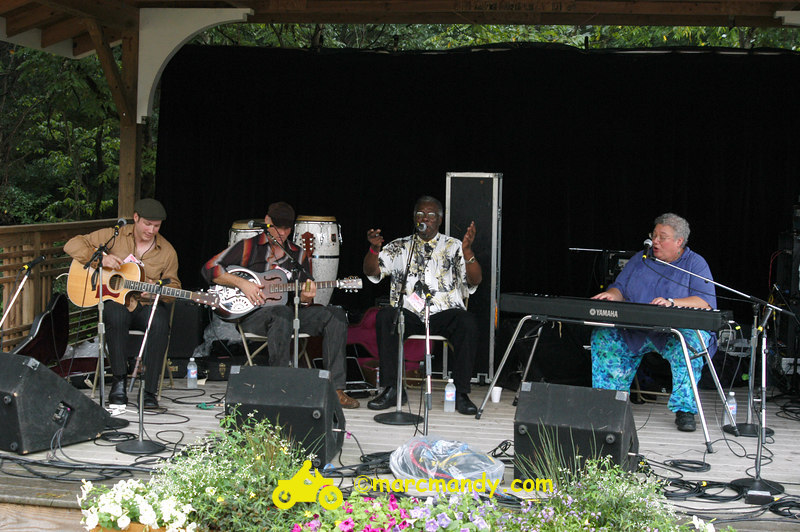 Phila Folk Fest- Sun 8-28 009 Blues Workshop.JPG
