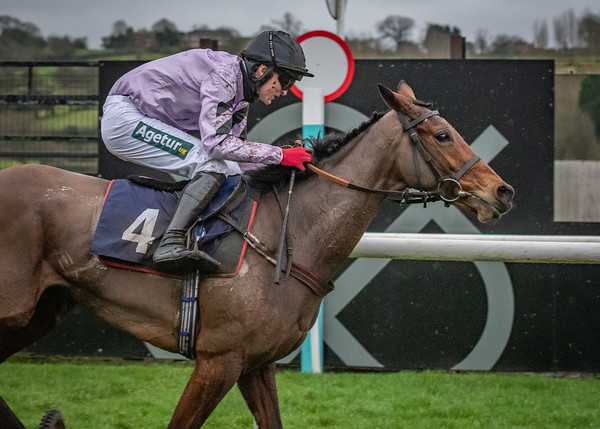 Uttoxeter Races - Fri 18 Dec 2020