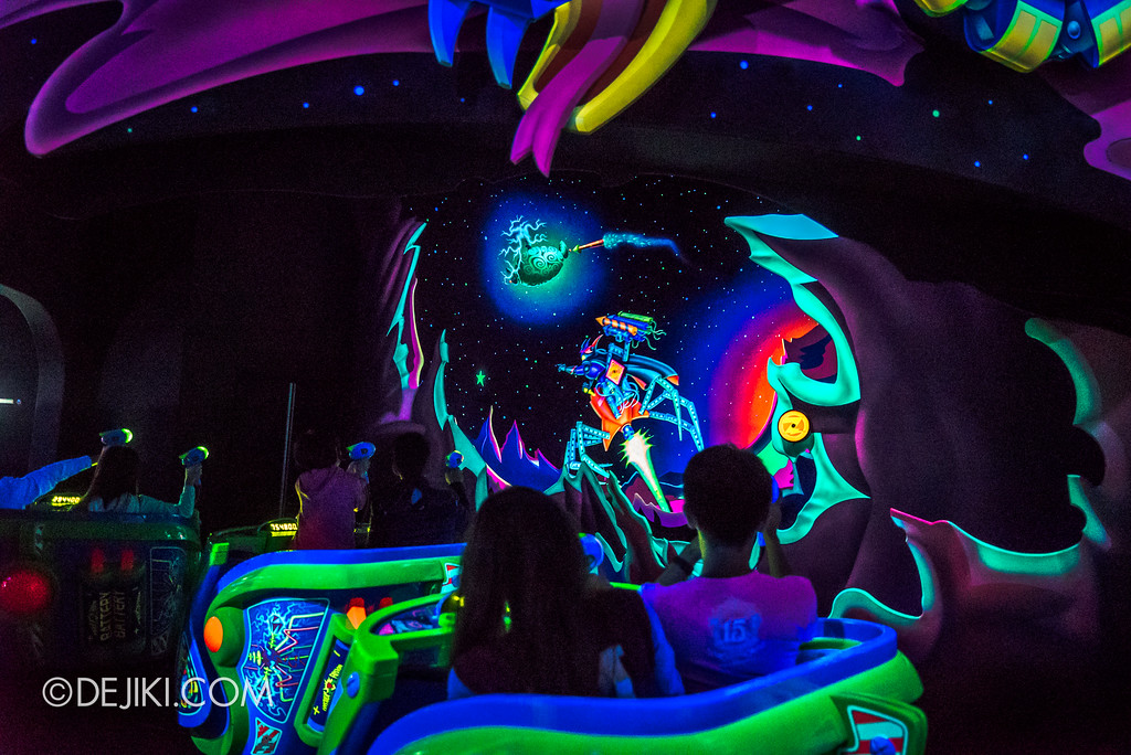 Hong Kong Disneyland Buzz Lightyear Astro Blasters Last Mission - Chasing after Zurg