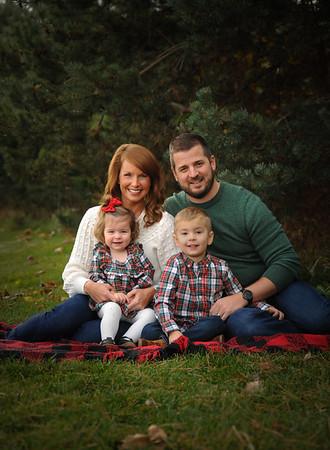 Family - Jake & Lisa Amstutz 2020