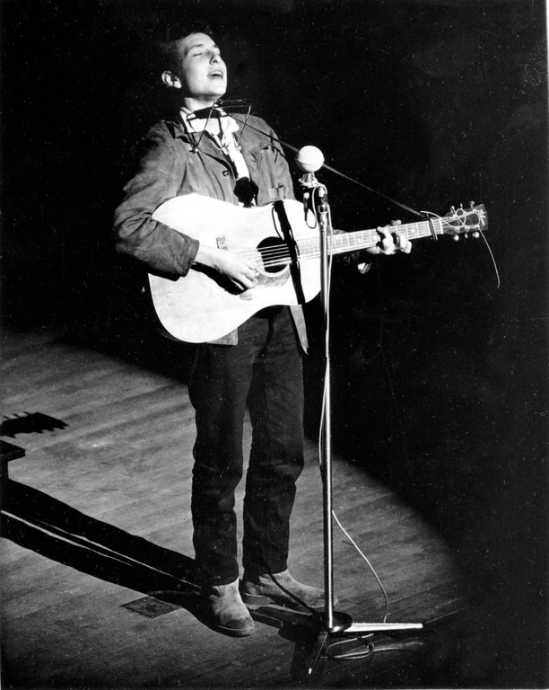 . Folk singer and songwriter Bob Dylan, 22, performs on Nov. 8, 1963. The location is unknown. (AP Photo)