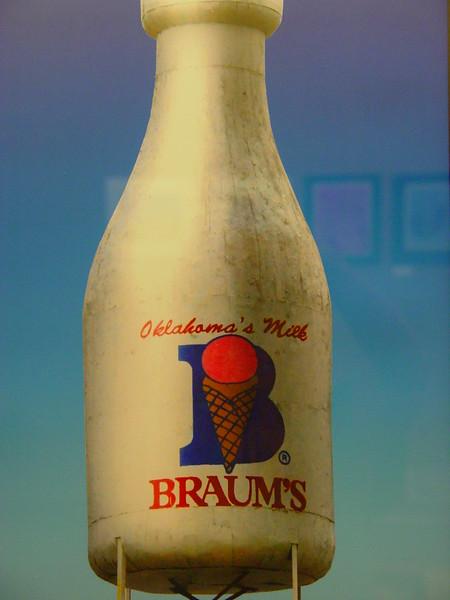 Braum's Milk.jpg