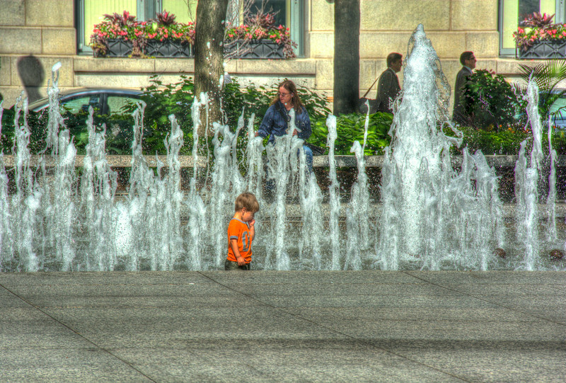 boy in fountainDSC_9384_5_6_tonemapped.jpg