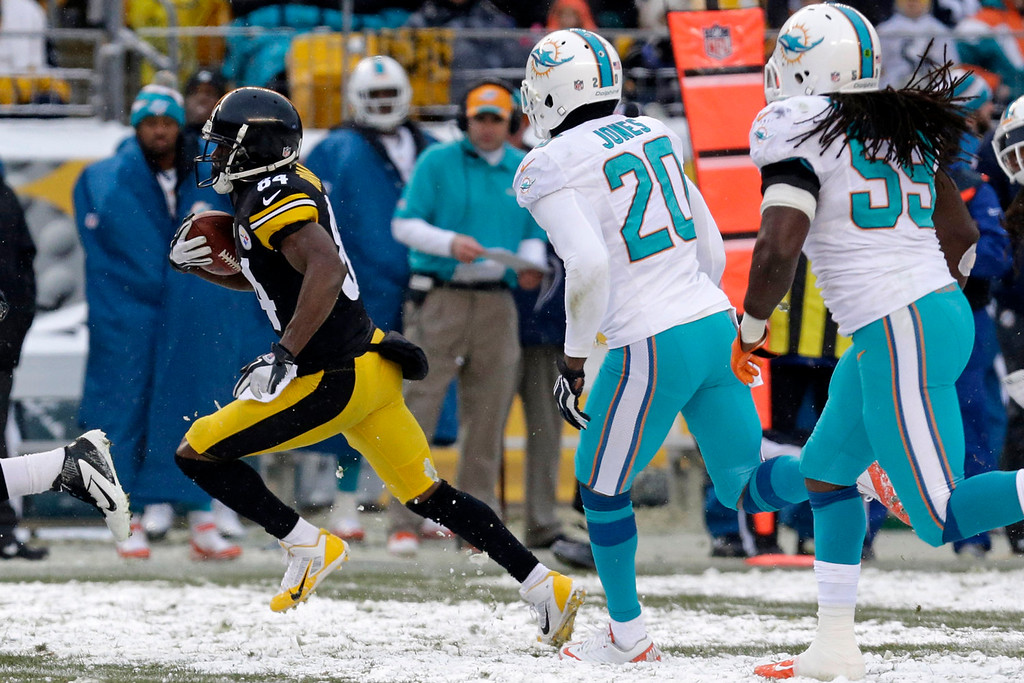 . Pittsburgh Steelers wide receiver Antonio Brown (84) beats Miami Dolphins free safety Reshad Jones (20) and Miami Dolphins middle linebacker Dannell Ellerbe (59) and heads for the end zone after taking a pass from Pittsburgh Steelers quarterback Ben Roethlisberger (7) for a second half touchdown during of an NFL football game in Pittsburgh, Sunday, Dec. 8, 2013. (AP Photo/Tom E. Puskar)