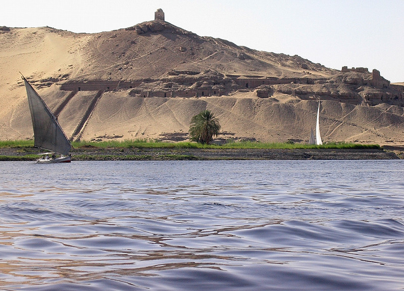 Faluccaer på Nilen ved Elephantine Island --------------------------------------------------- Faluccas on the Nile near Elephantibe Island (Foto: Ståle)
