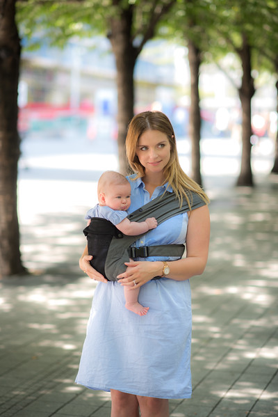 Izmi_Baby_Carrier_Breeze_Mid_Grey_Lifestyle_Side_Carry_Mum_In_Park_Looking_Away.jpg