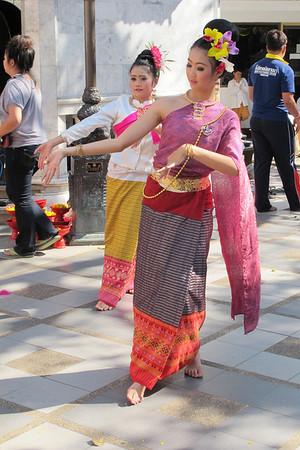 Dancers at Chiang Mei's Wat Prathat Doi Suthep.