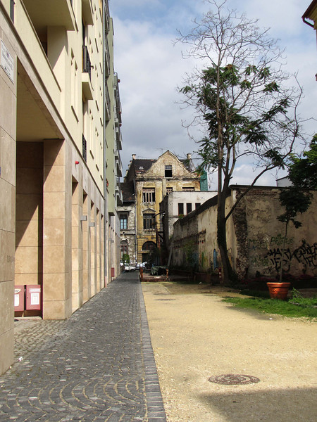 39-Jewish Quarter, new (left) and old