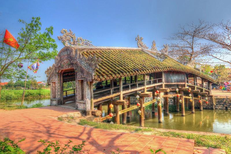 Thanh Toan Bridge - classic covered Japanese foot bridge built in 1776 - Hue