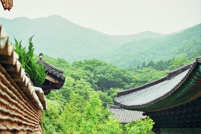 2001 Chirisan Temple Korea.jpg