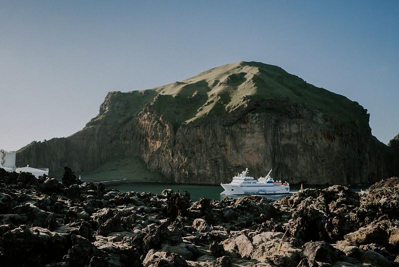Tu-Nguyen-Destination-Wedding-Photographer-Iceland-Elopement-Fjaðrárgljúfur-16-124.jpg