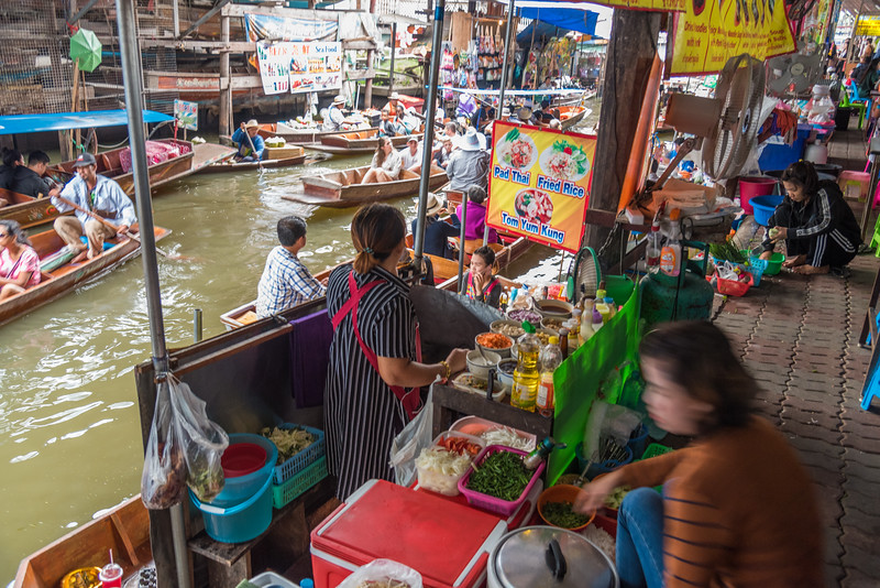 Jan 2017. The Damnoen Saduak Floating River Market, Bangkok, Thailand