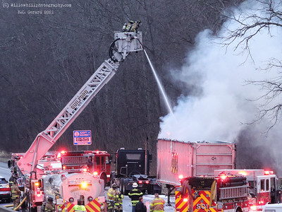 Vehicle fire I-95 Guilford, CT 3/12/21
