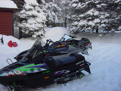SNOWMOBILING-08