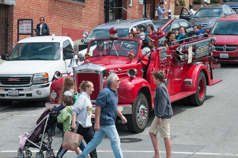 Stadtrundfahrt mit einem Feuerwehrauto.