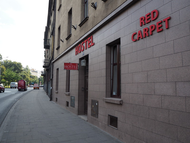 P7250052-red-carpet-hostel.JPG