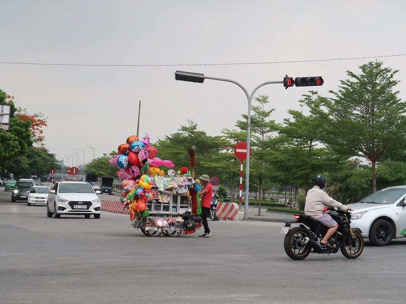 IMG_2196-balloon-seller.jpg
