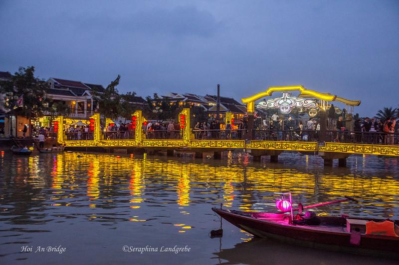 _DSC8591Night bridge Lantern boat.jpg