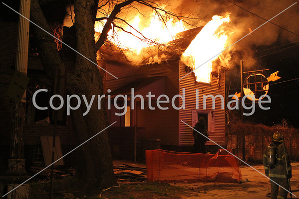 BOX ALARM FORT ST & MILLER FIRE IN MULTIPLE STRUCTURES UNIT 1 (04-28-2013)