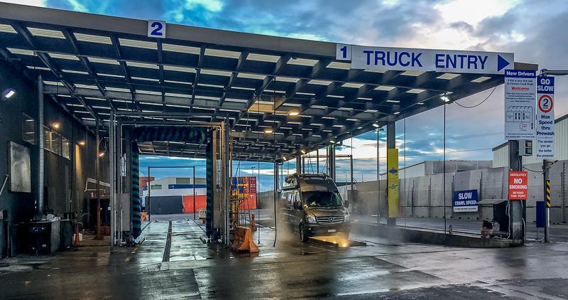 MANIMONDO im «Truck Wash» vor dem Verschiffen