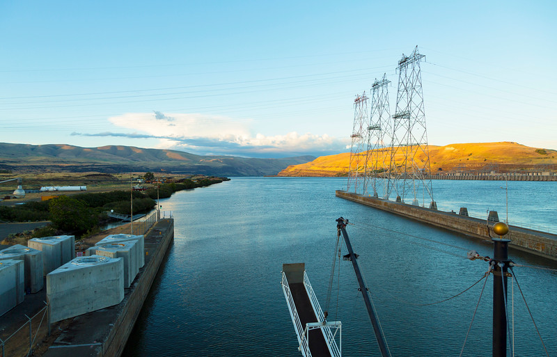 ... and our forward look up the Columbia River as we leave the lock.