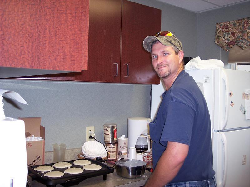 NMC 8-25-2007 Houston cooking breakfast.jpg