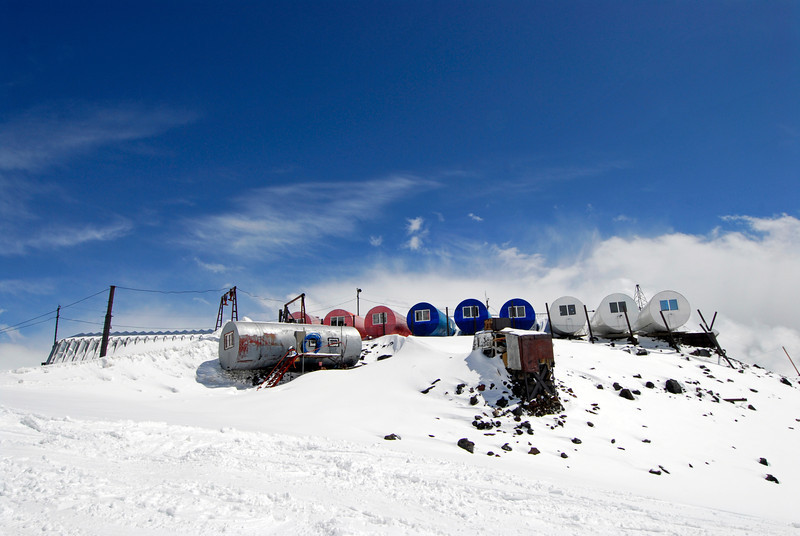 080501 1350 Russia - Mount Elbruce - Day 1 hiking up to Refuge No 11 _E _I ~E ~L.JPG