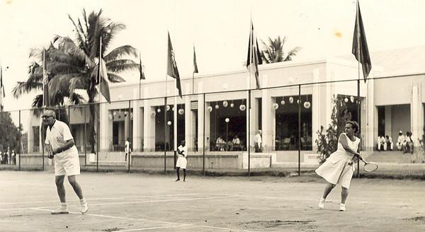 Tshikapa no Congo Belga, durante os encontros anuais de Ténis entre a Diamang e a Forminière. Os encontros disputavam-se alternadamente nos dois sítios.