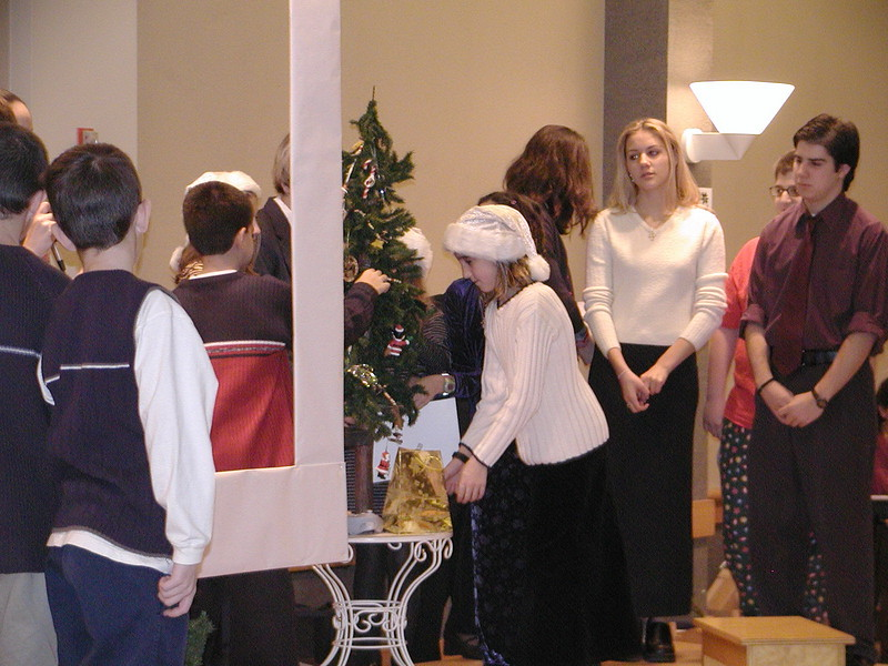 2002-12-21-HT-Christmas-Pageant_106.jpg