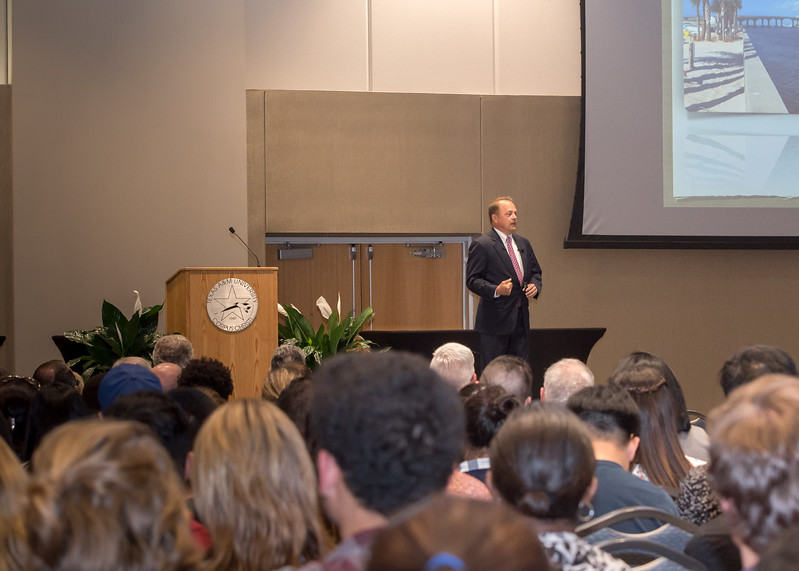 Weston Smith, speaker at the 2017 Kirkland Distinguished Visiting Executive Lecture Series, speaks to students about corporate fraud,
