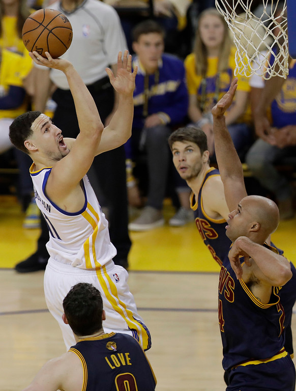 . Golden State Warriors guard Klay Thompson, left, shoots against Cleveland Cavaliers forward Richard Jefferson, right, during the first half of Game 1 of basketball\'s NBA Finals in Oakland, Calif., Thursday, June 1, 2017. (AP Photo/Marcio Jose Sanchez)