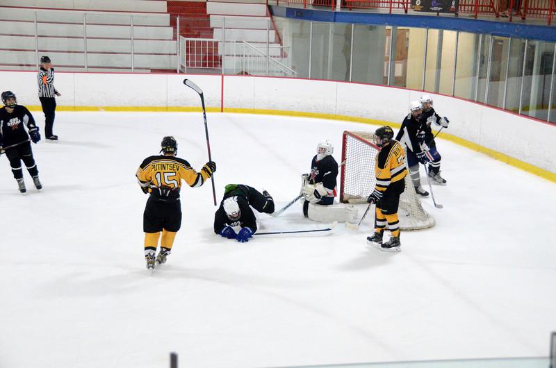 140913 Jr. Bruins vs. 495 Stars-060.JPG