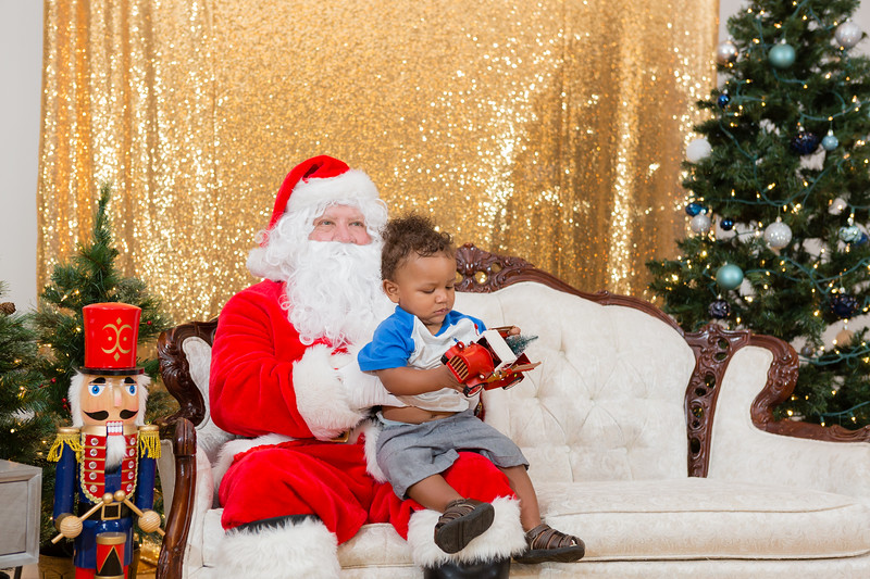 FADS Picture with Santa-257.jpg