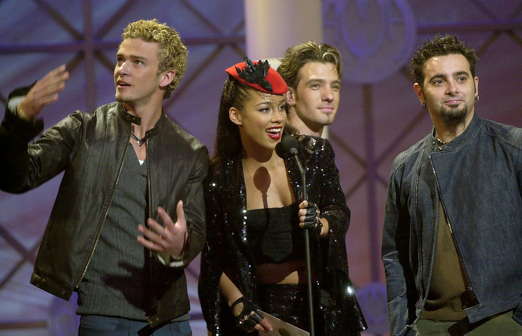 . N\'Sync\'s Justin Timberlake, left, JC Chasez, center, and Chris Kirkpatrick, right, join singer Alicia Keys at the 29th American Music Awards in Los Angeles, Wednesday, Jan. 9, 2002.   (AP Photo/Kevork Djansezian)
