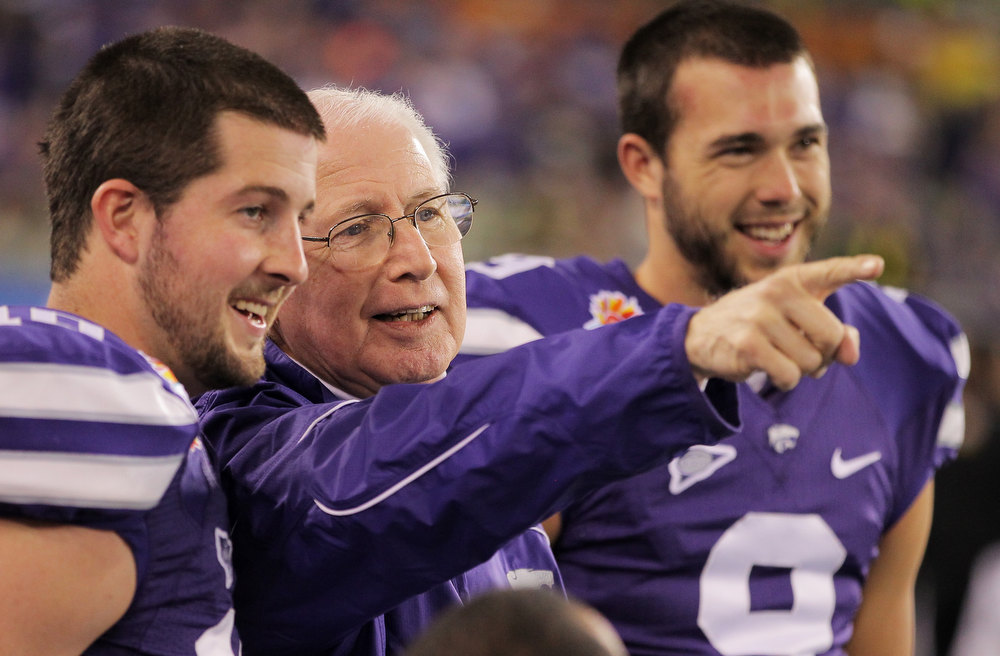 Description of . Head coach Bill Snyder talks to Lucas Munds #10 and Ryan Doerr #9 of the Kansas State Wildcats prior to their game against the Oregon Ducks in the Tostitos Fiesta Bowl at University of Phoenix Stadium on January 3, 2013 in Glendale, Arizona.  (Photo by Doug Pensinger/Getty Images)