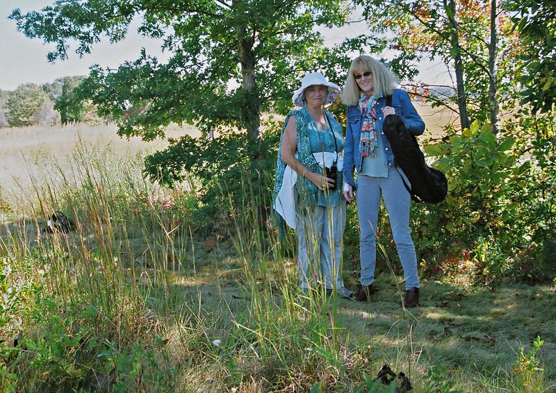 Carol and Marnie-- Tam 35-105mm/2.8  Kod 400VC-2 OM4T