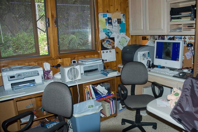 Dee's Computer.jpg